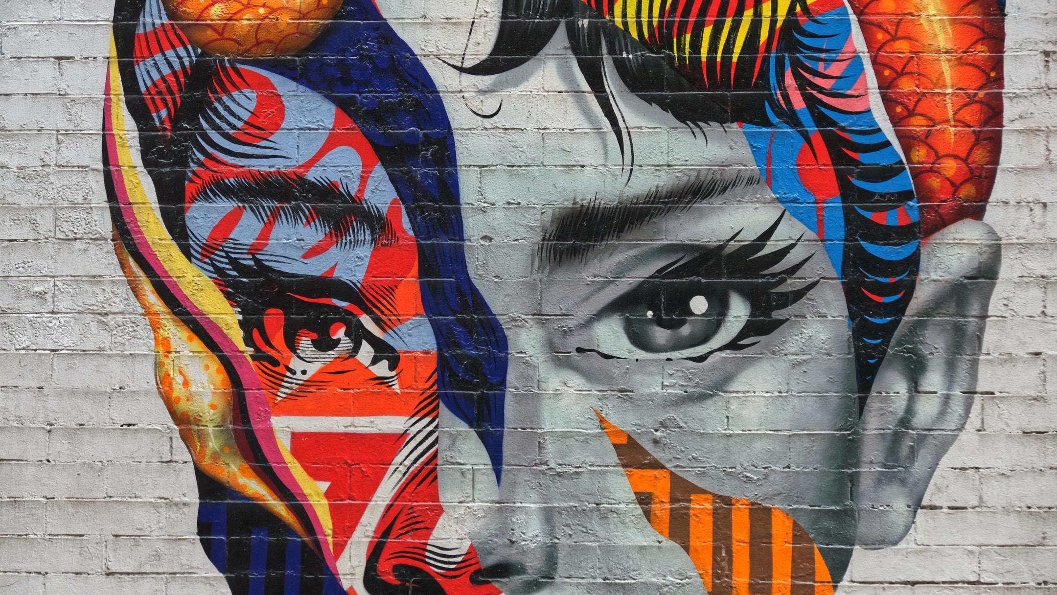 Audrey Hepburn peinte sur un bâtiment situé dans Little Italy à New-York.