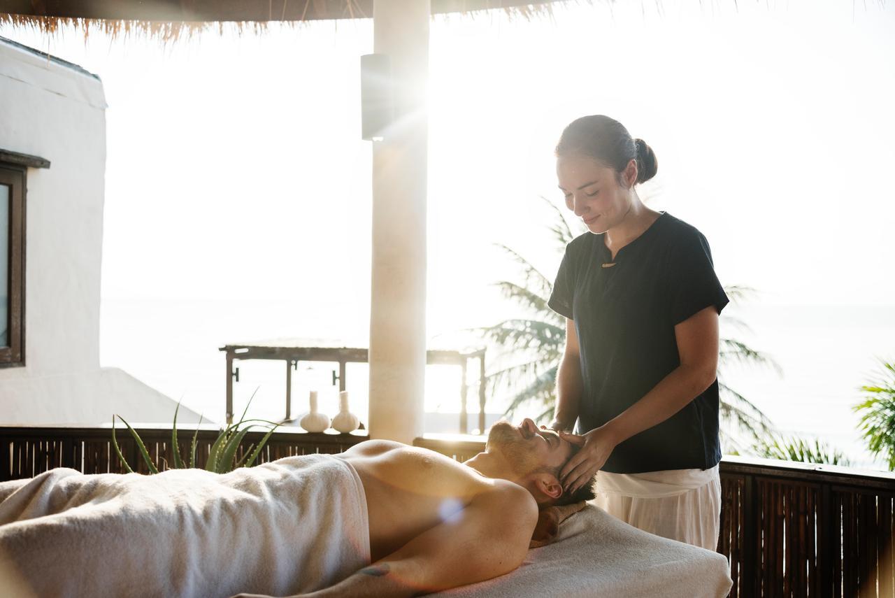 woman massagin men's head