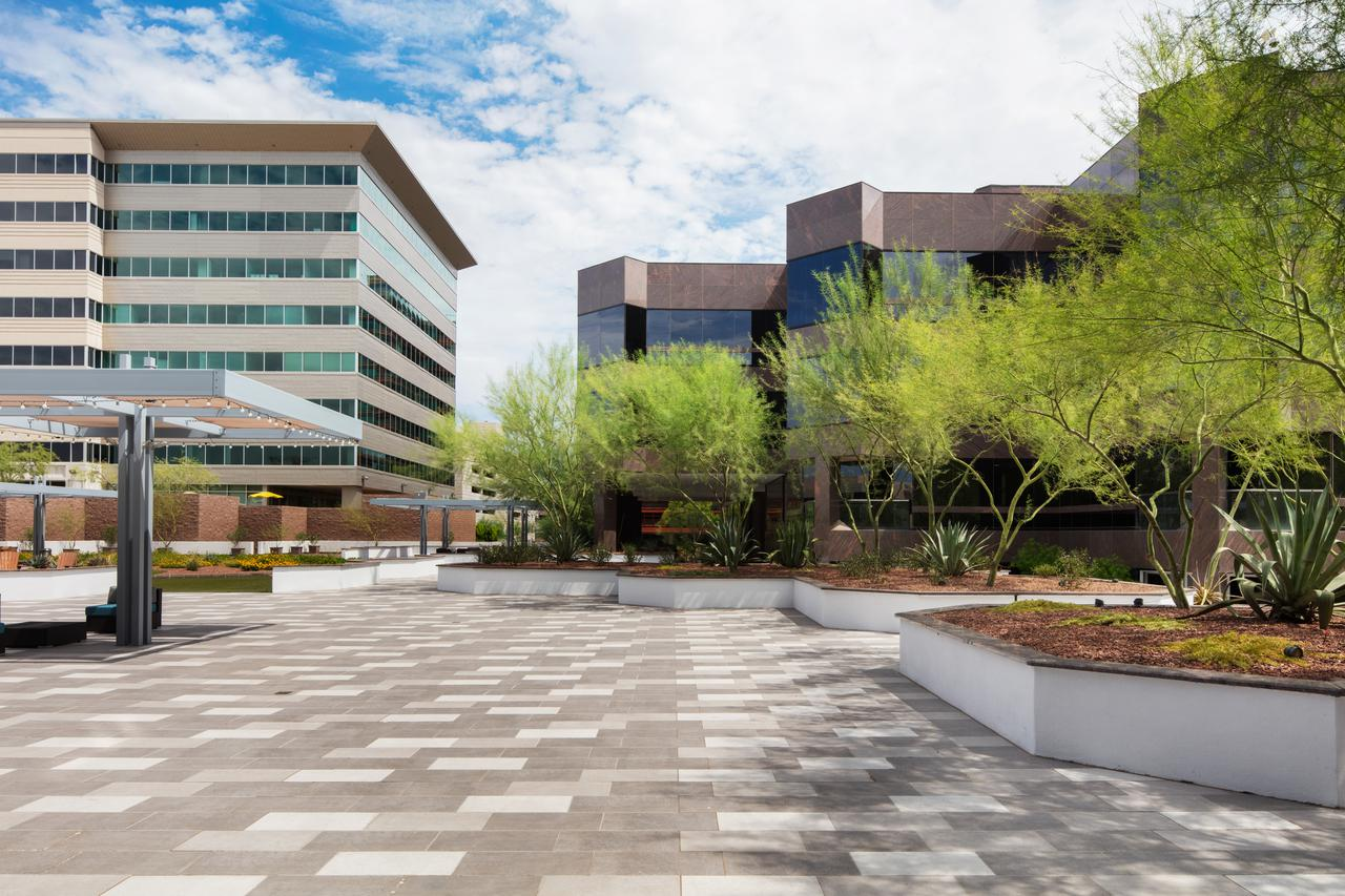 commercial real estate with courtyard and amenities phoenix