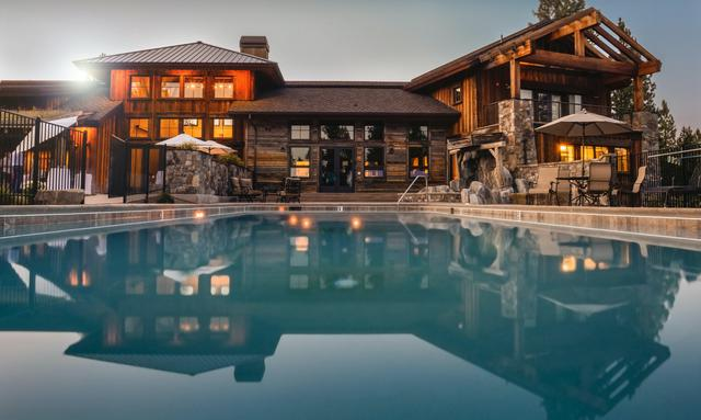 house-luxury-villa-swimming-pool-32870.jpg