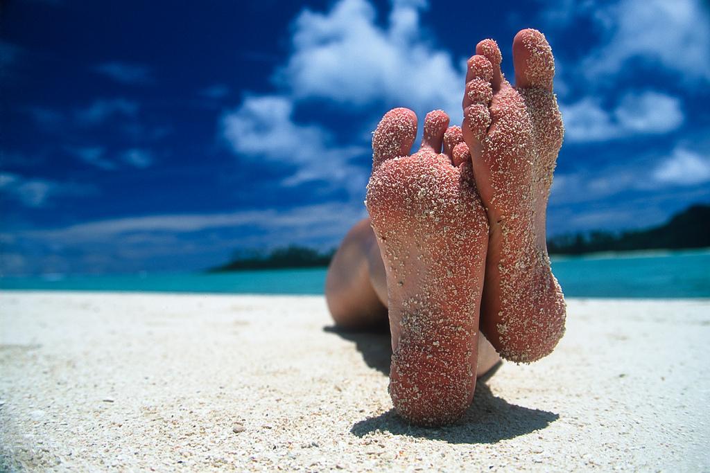 sandy feet on beach.jpg