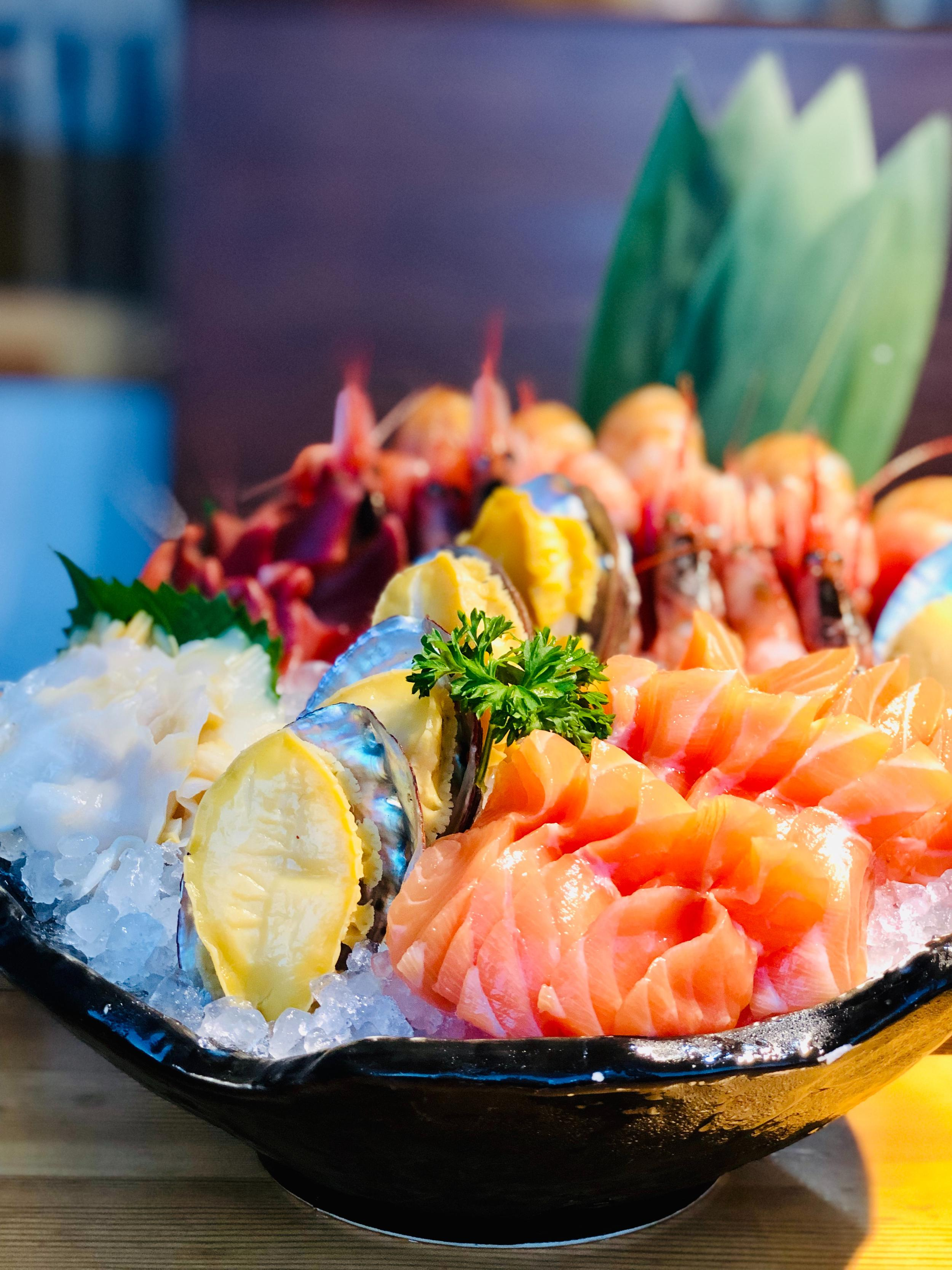 An image of seafood exquisitely served on ice.