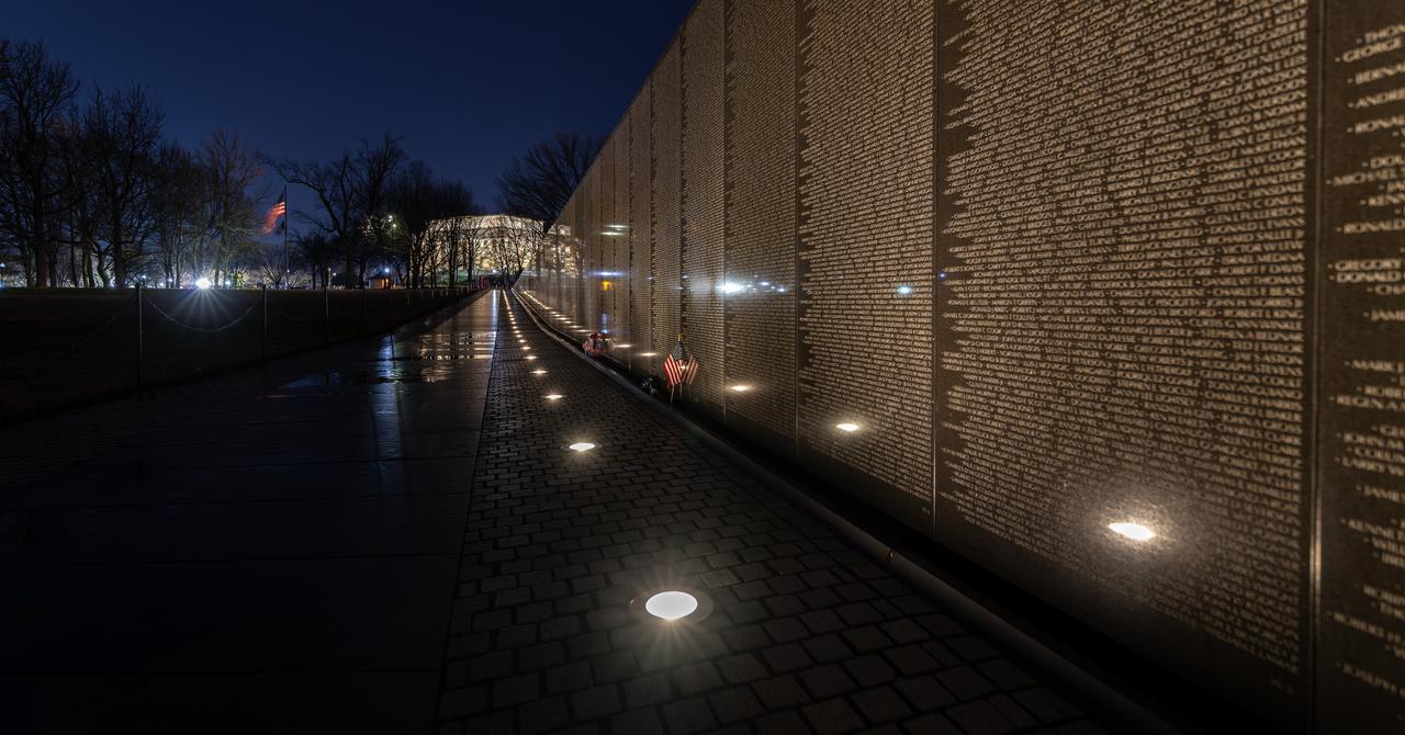 vietnam-veterans_memorial-lincoln-memorial.jpg