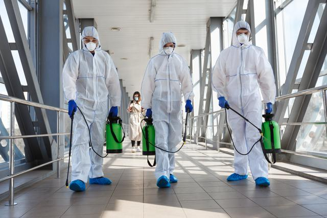 specialist-in-hazmat-suits-cleaning-disinfecting-c-cgnqsmz.jpg