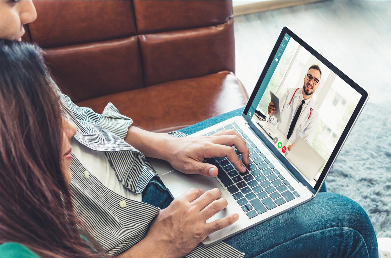 doctor-telemedicine-service-online-video-for-virtual-patient-health-medical-chat.jpg