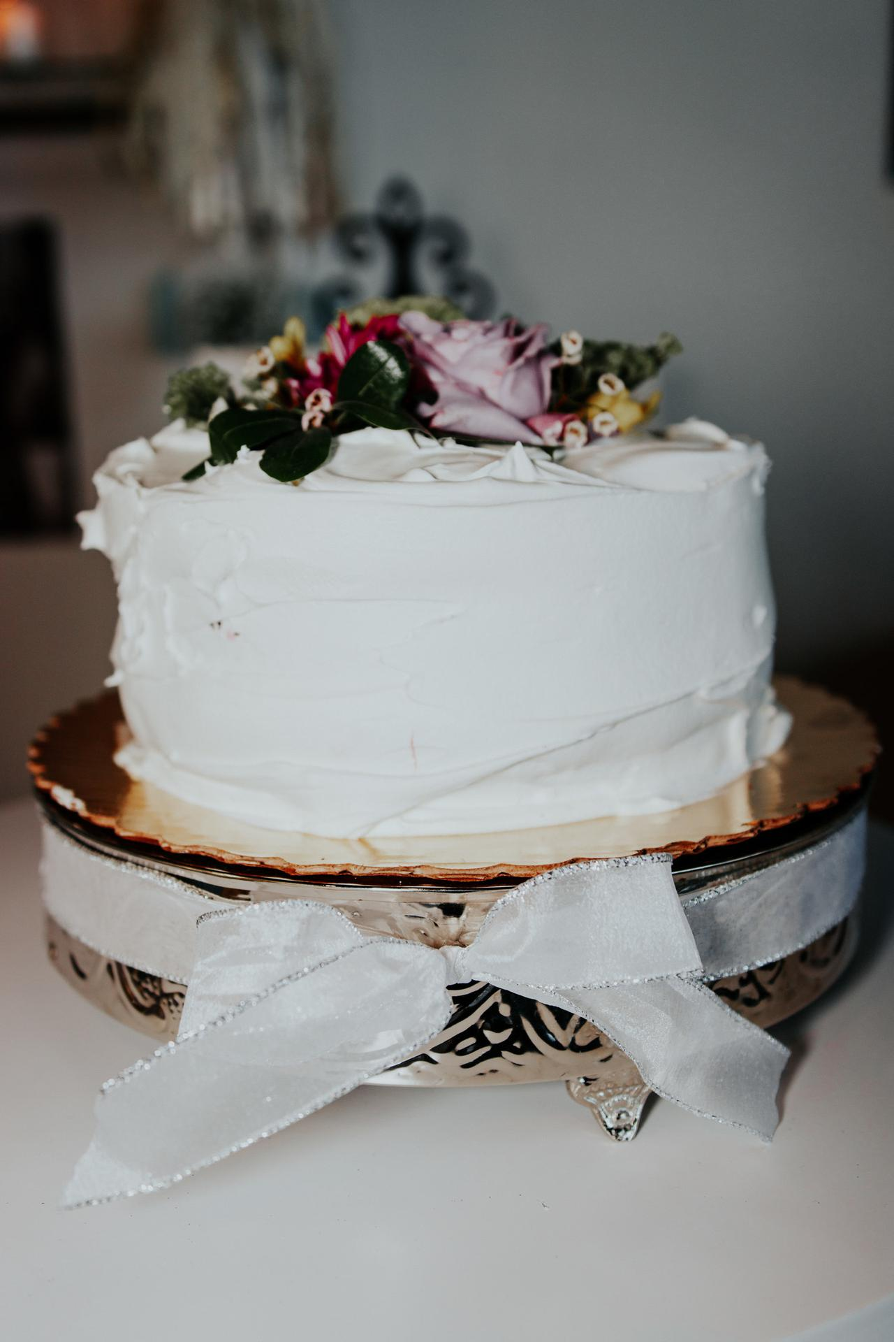 Ever After provides tasty and beautiful wedding cake services