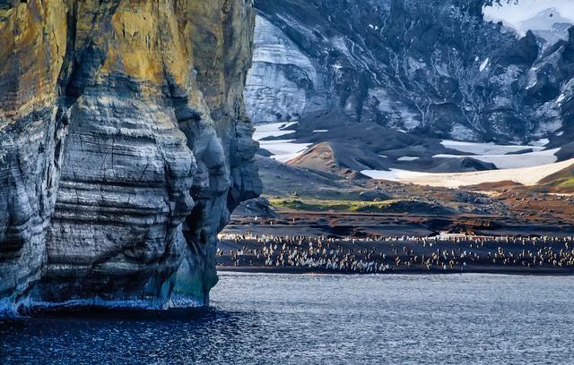 gray-stone-mountain-beside-body-of-water-868990.jpg
