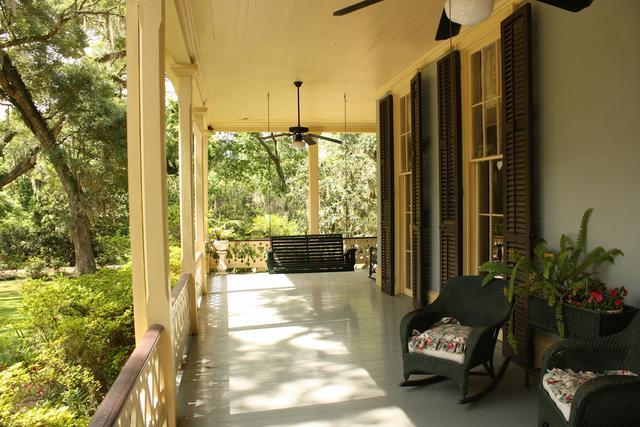 porch-186402_1920.jpg