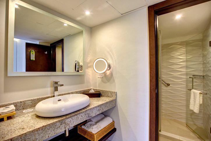 royalton_white_sands_luxury_room_(2).jpg