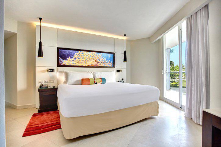 royalton_white_sands_luxury_room_(6).jpg