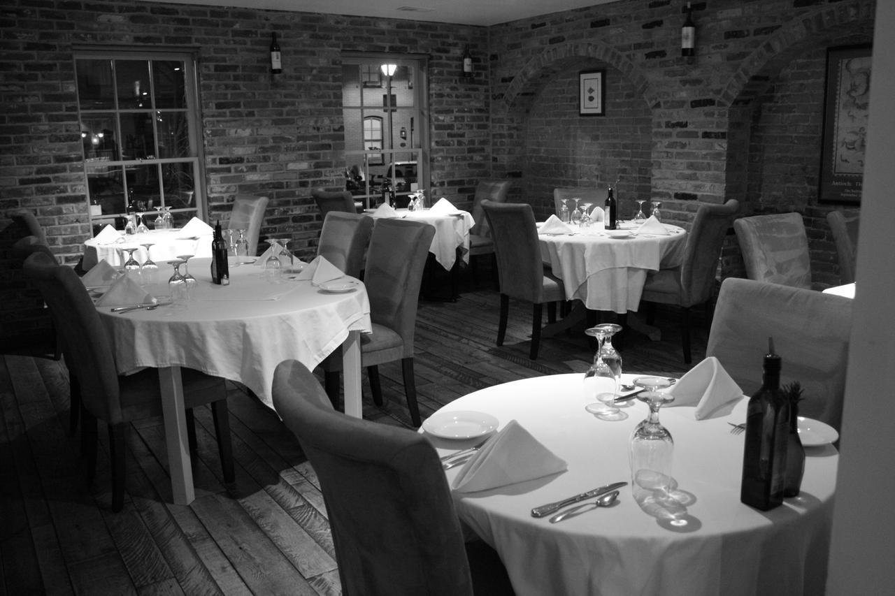 Black Olive dinning room04-14-2008 133.jpg