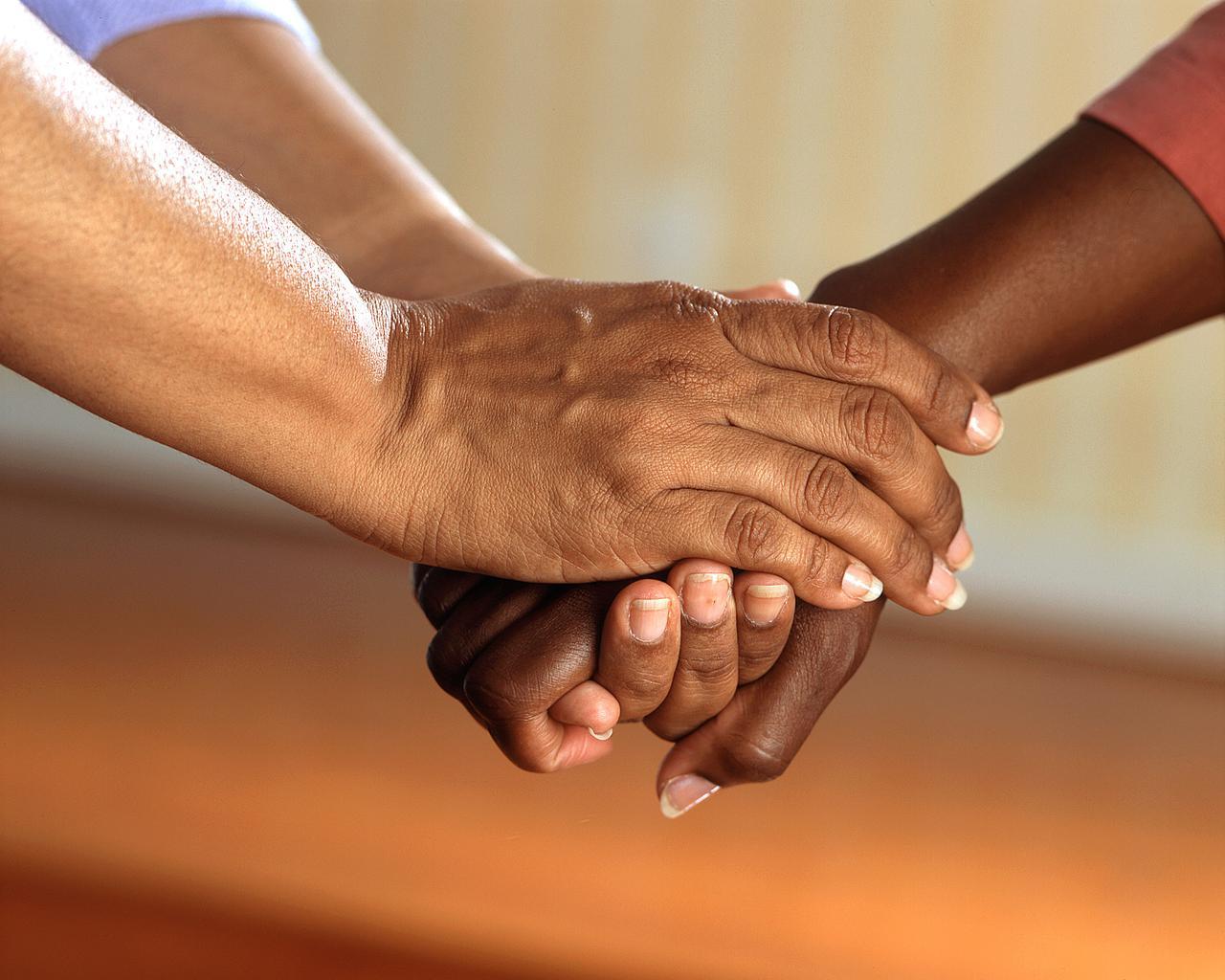 3ff37b78-1404-11e7-9eb8-0242ac110002.clasped-hands-comfort-hands-people-45842.jpeg