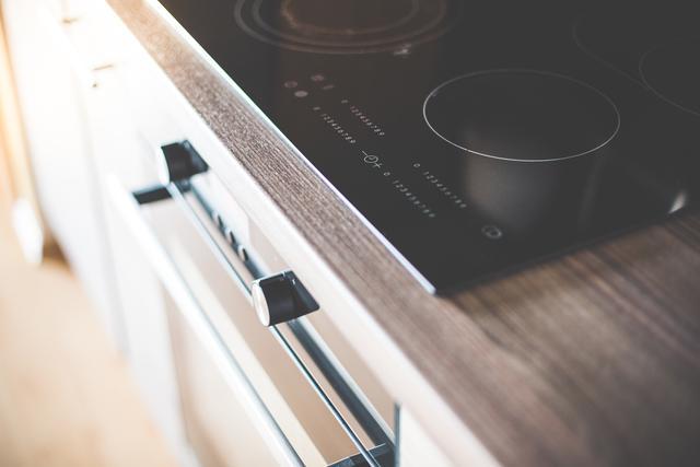 9c3e74d6-89cb-11e7-aadf-0242ac110002-modern-home-kitchen-glass-ceramic-cooker-picjumbo-com.jpg