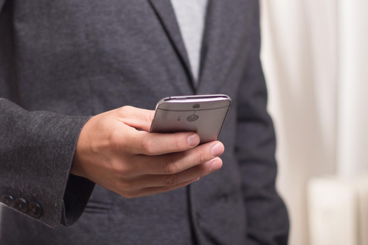 man iphone smartphone typing