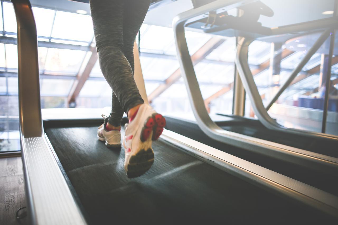 2c563032-8908-11e7-b254-0242ac110003-cardio-running-on-a-treadmill-picjumbo-com.jpg